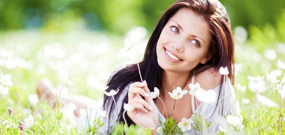 woman flower field 570 0 Nosotros