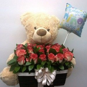 Canasta en rosas con muñeco y globo. 180.000 220.000 300x300 Tienda