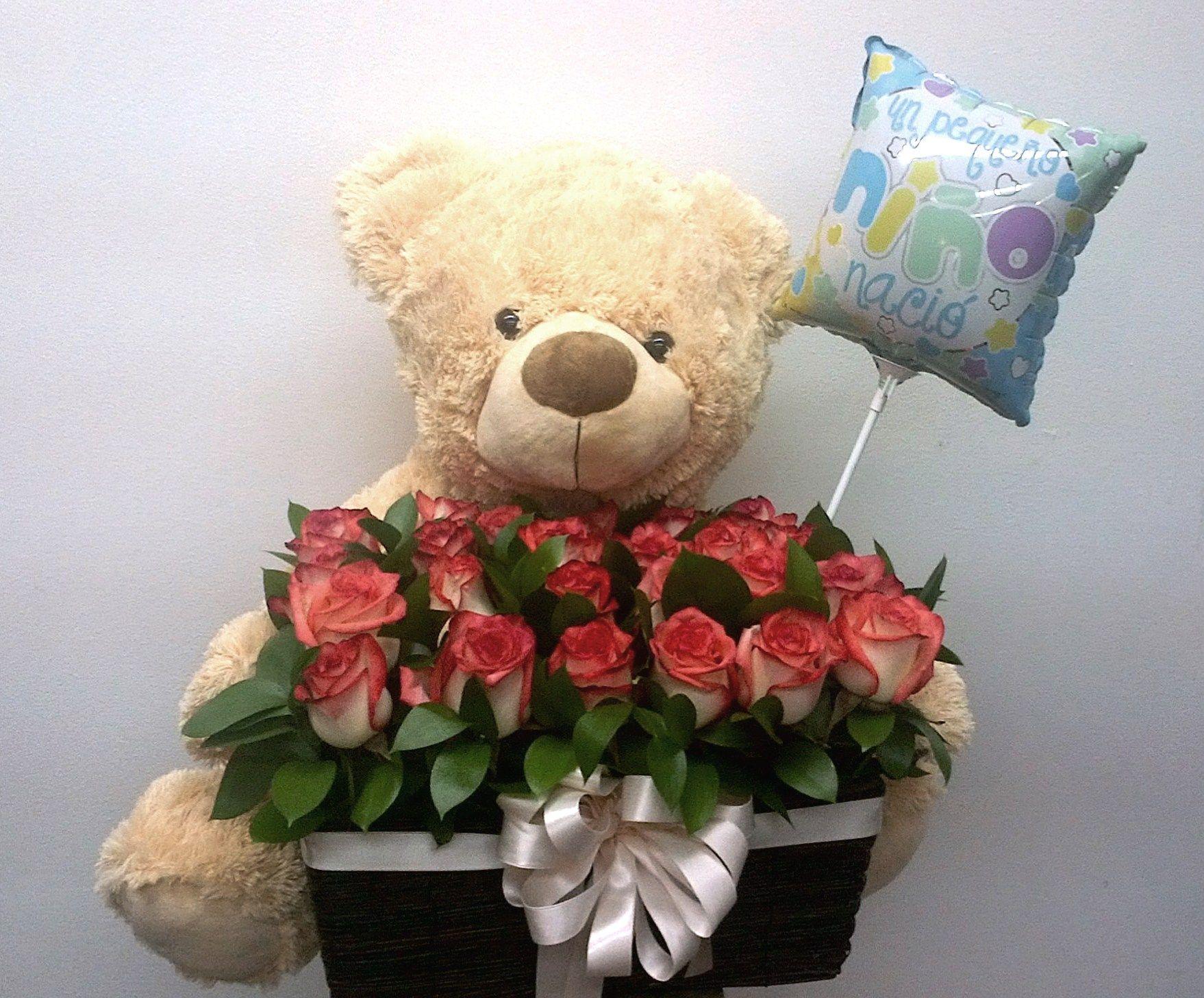 Canasta en rosas con muñeco y globo. $ 180.000 $ 220.000