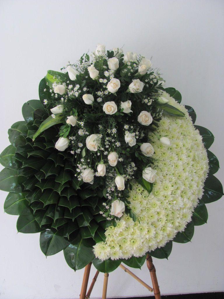 Corona-en-rosas-tejida-en-pompon-y-hojas.-115.000-155.000-185.000-768×1024