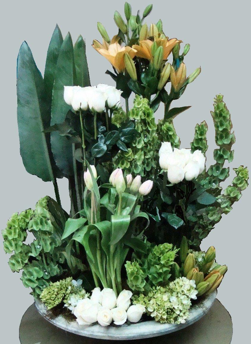 FU 04 Arreglo base de condolencias en rosas, liros, campanas de Irlanda por secciones. $ 200.000 $ 250.000 $ 300.000