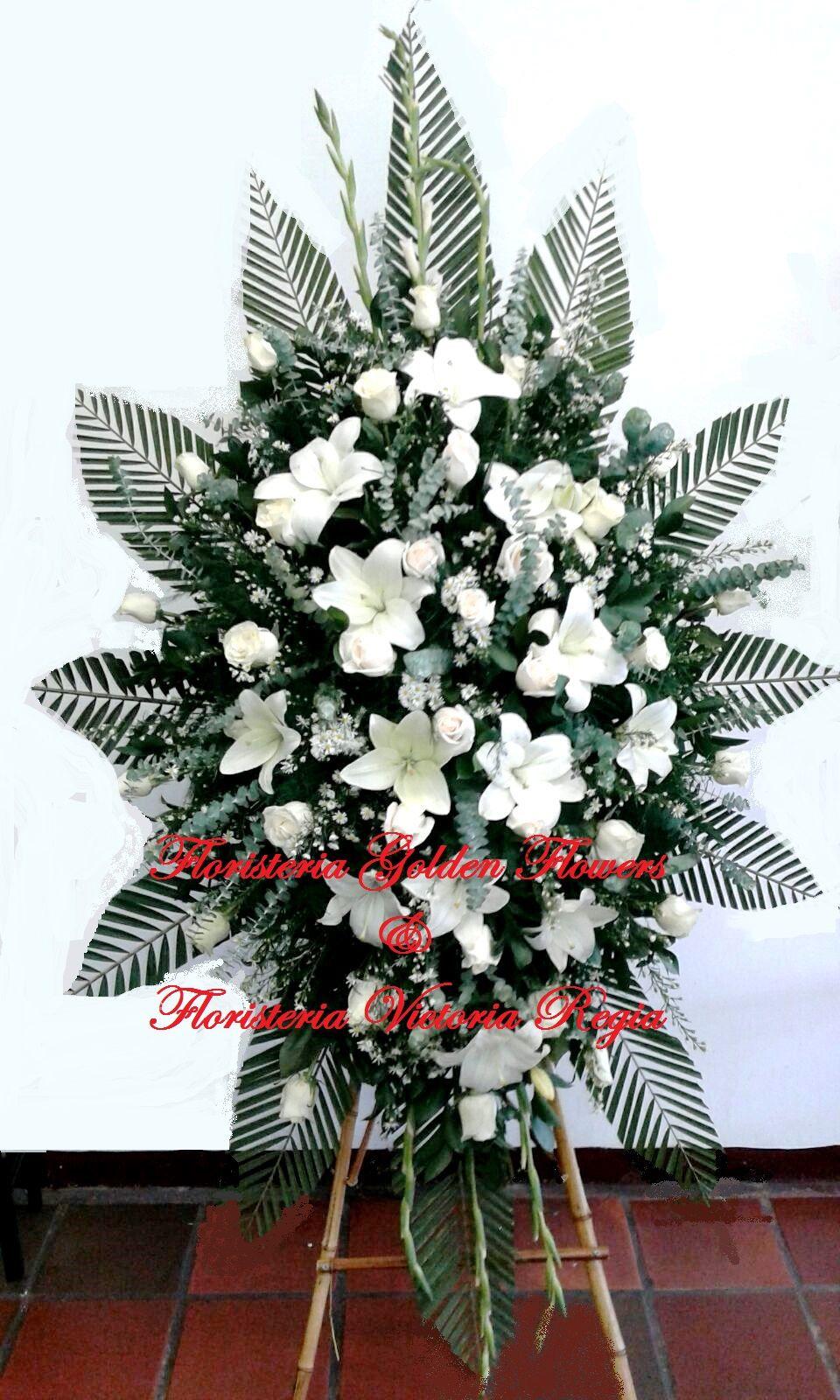 Pedestal Pequeño en rosas y lirios 2