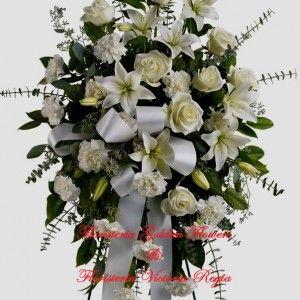 Pedestal en rosas lirios y claveles con moño 100.000 120.000 150.000 300x300 Tienda