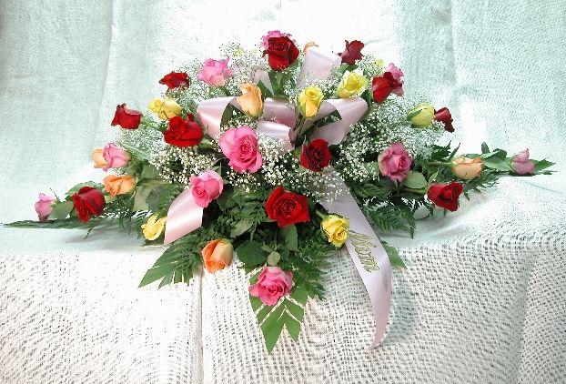 Ramo-funebre-en-rosas-surtidas-y-helecho.-65.000-85.000-105.000