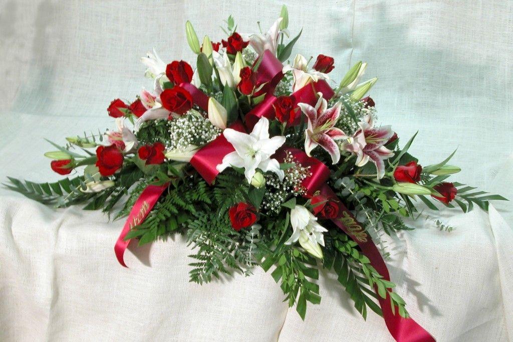 Ramo-funebre-tradicional-en-rosas-lirios-y-helecho-cuero.-120.000-150.000-180.000-1024×682