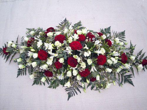 Ramo-funebre-tradicional-en-rosas-rojas-y-blancas.-80.000-100.000-120.000