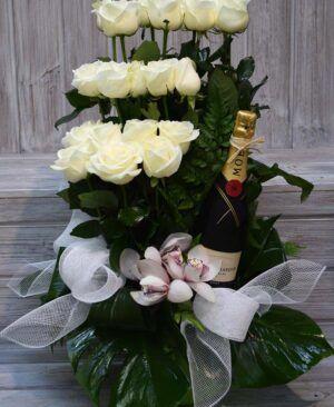 Rosas Blancas con vino 300x366 Tienda