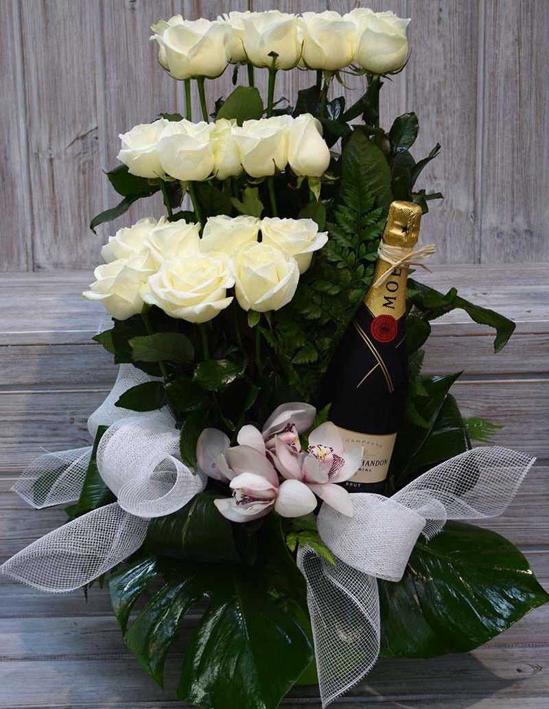 Rosas Blancas con vino