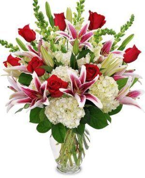 Rosas rojas con hortencias 300x366 Tienda