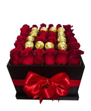 24 roses and 12 chocolates in a wooden box lolamxnic011 1 8d6232bab2a73db b38eec59 300x366 Tienda