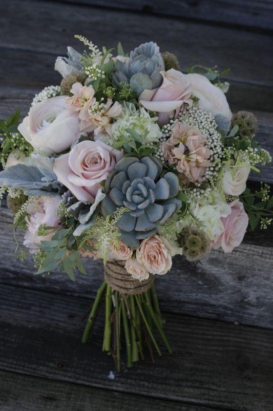 Bouquet en rosas y suculentas