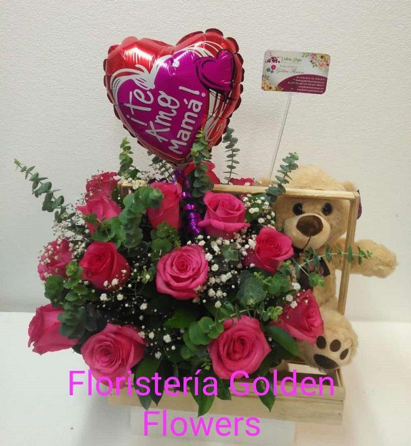 Guacal en rosas con oso y globo